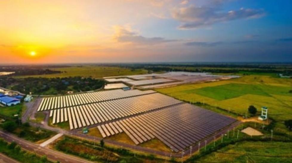 solar-farm-e1444932446459.jpg