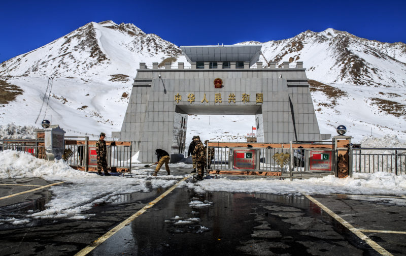 Pakistan_China_Border_at_khunjerab_Pass.jpg