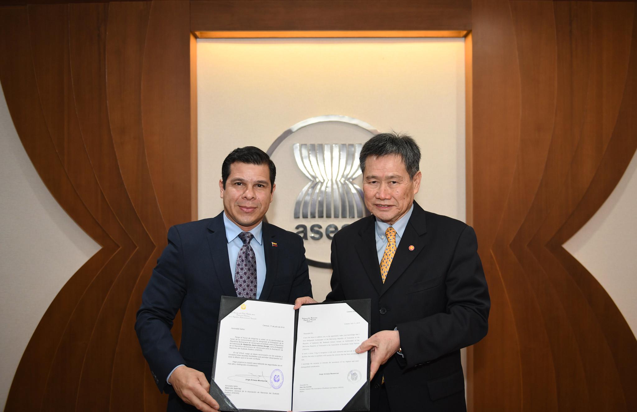 First Ambassador of Venezuela to ASEAN presents credentials
