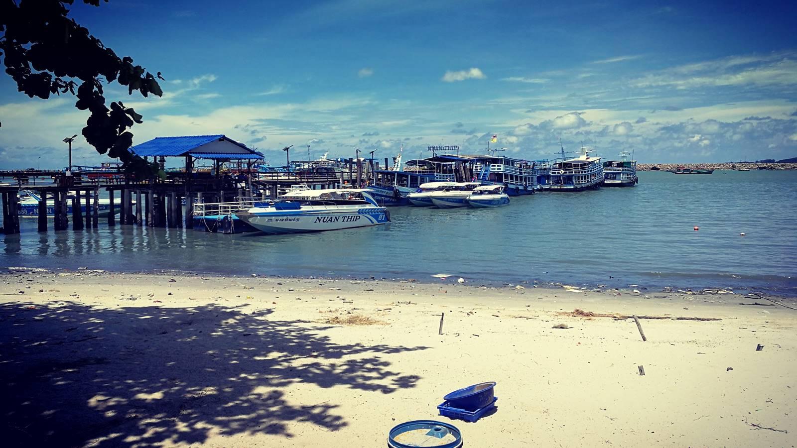 Ko Samed deserted pier